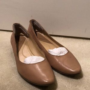 Nine West nude leather flats